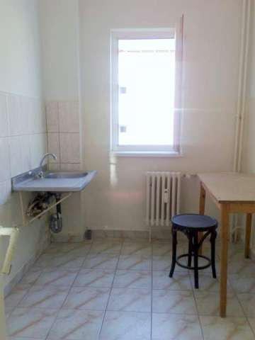 vand apartament 2 camere semidecomandat, zona aleco ruso, etaj 3 2