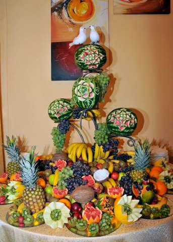 fantana de ciocolata si sculpturi fructe 2