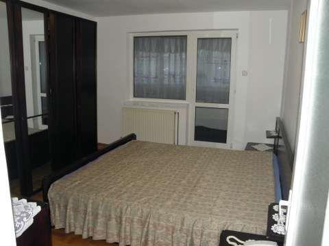 vand apartament 3 camere zona de sus onesti 1
