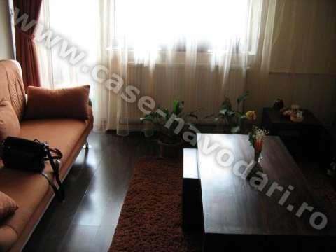 vand apartament 3 camere navodari zona liceu 4