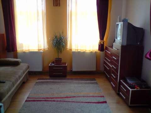 vand/ schimb casa cristian brasov, cu ap 4 camere bv 5