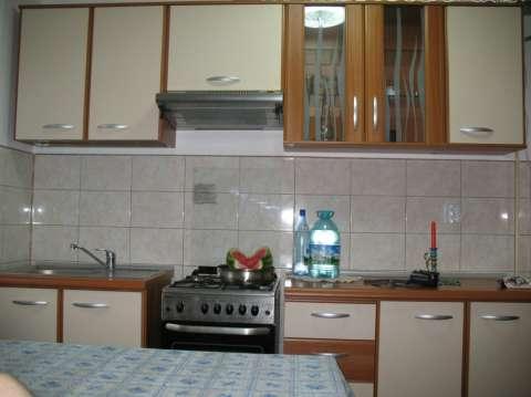 vand apartament 2 camere, in deal langa piata 1