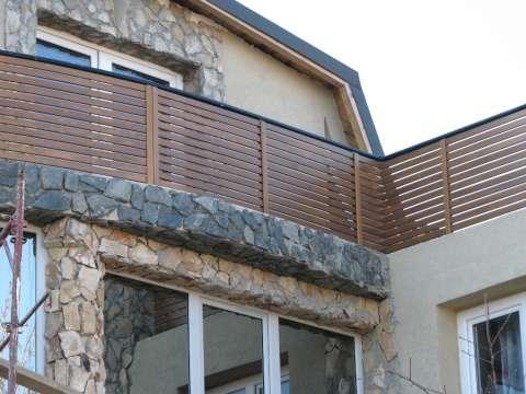 balustrada balcon din lemn masiv 2