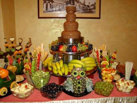 fantana de ciocolata si sculpturi fructe 1