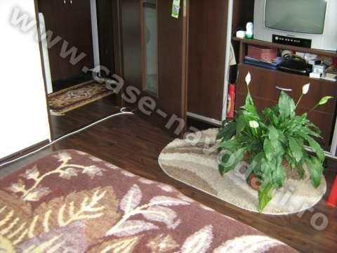 vand apartament 3 camere navodari zona liceu 5