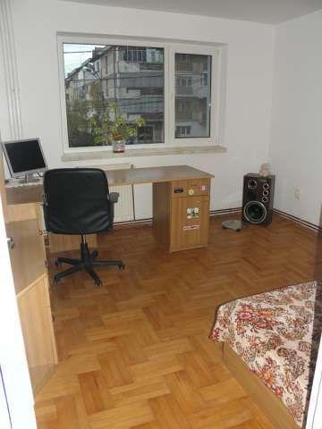 vand apartament 3 camere zona de sus onesti 2